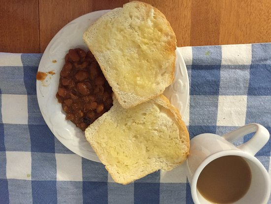 Shelburne, Canadá: fresh beans and bread! Delicious complimentary breakfast!