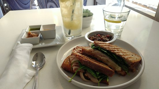 Solana Beach, CA: Brixby & Ball sandwich w/lentl salad and pear bubblie at Lockwood Table Diner