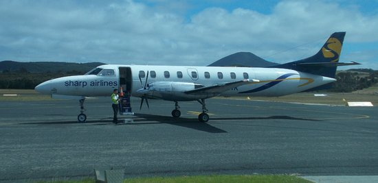 Flinders Island, Australia: Sharp Airlines run an excellent service to the island. Cabin Park just around the corner.
