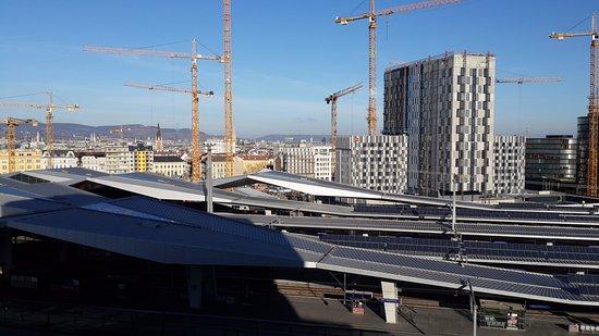 Motel One Wien Westbahnhof: Vista do nono andar.