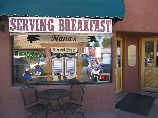 Nana's Sandwich Shoppe: The front of the shop