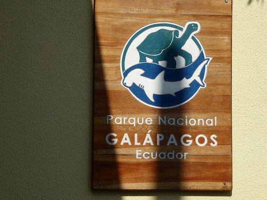 Puerto Baquerizo Moreno, Ecuador: Signs