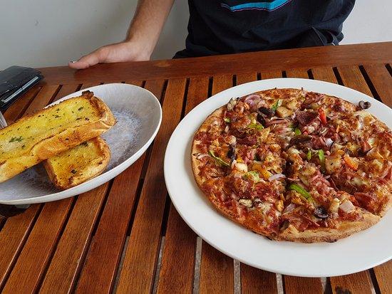 Coolum Beach, Australia: Supreme Pizza