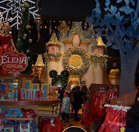 christmas castle nyc disney store - Disney Christmas Store