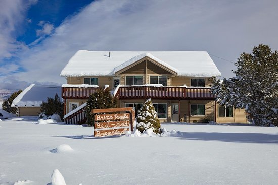 Bryce Trails Bed and Breakfast: Valley is full of snow