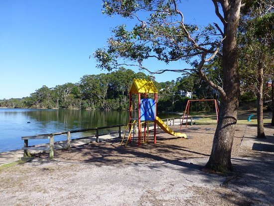 Paynesville, Australia: Sunset Cve playground at the start of the walk.