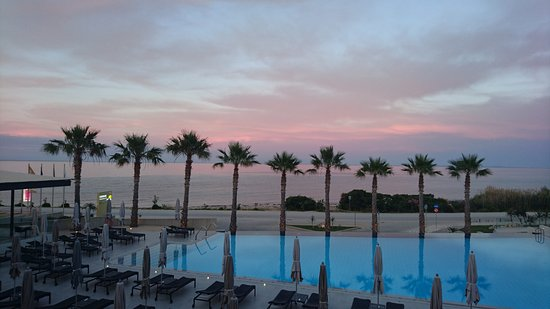 TesoroBlu Hotel & Spa: View across pool