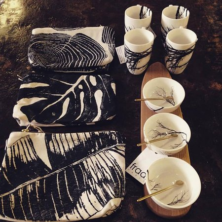 Fraai: Cosmetic purses and great designer table ware
