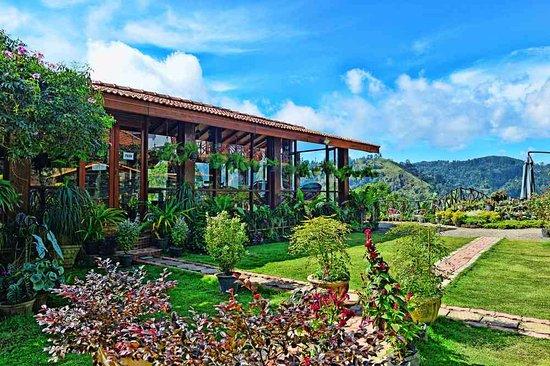 Genial Ella Flower Garden Resort: Resturant Area