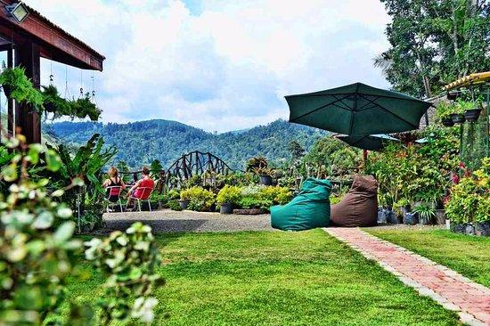 Ella Flower Garden Resort : resturant ground