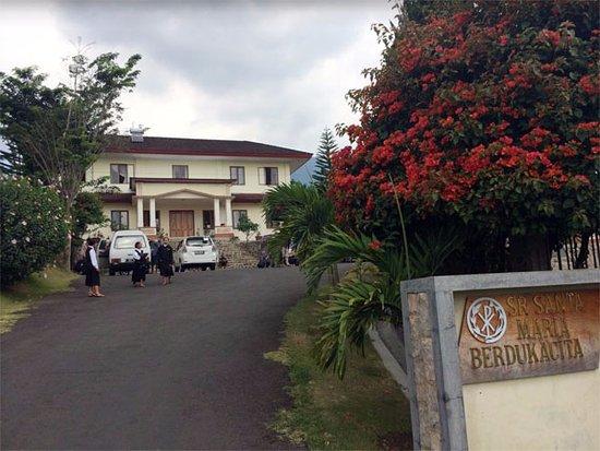 Kongregasi Santa Maria Berdukacita: Ini adalah bagian depan dari Area Hotel,atau tempat Parkir