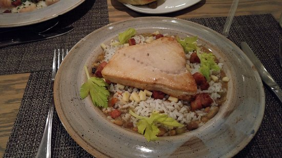 Saint Helena Island, Carolina del Sur: Swordfish on rice, beans, apple and pork confit