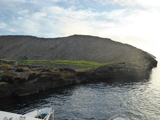 Rabida, เอกวาดอร์: Crater where the pink flamingo