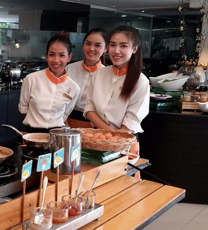 Golden Tulip Mandison Suites: Fantastic Service from these Girls :) xxx