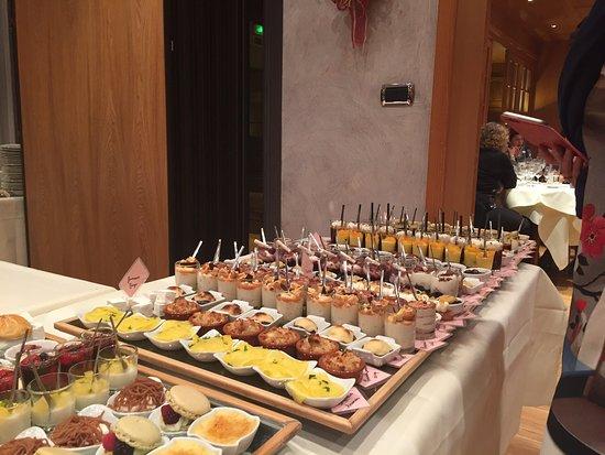 Mollkirch, Frankreich: Une partie du buffet de desserts