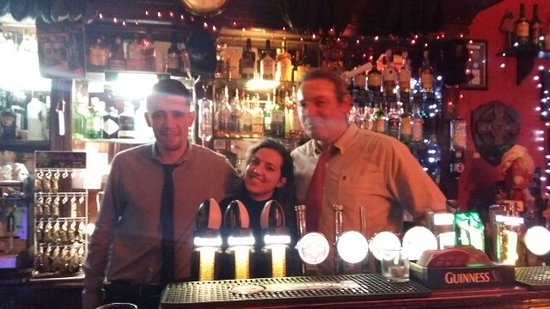 The Brazen Head: Al Braze Head. Un cameriere, il proprietario e io :)
