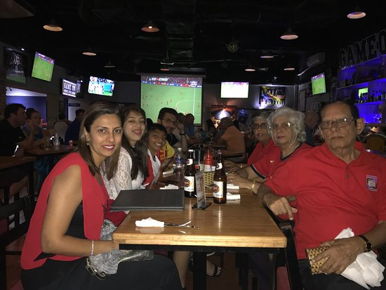 Game on Sports Pub: Great ambience & food :-)