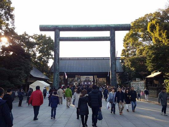 Yasukuni Shrine: 靖国神社の鳥居