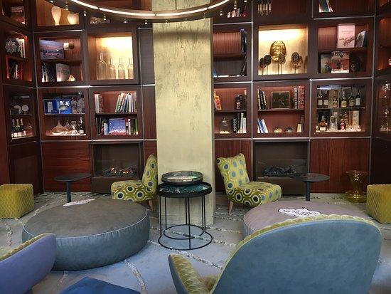 企業大酒店張圖片