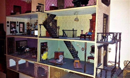 Cafe BilderBuch: A puppet house on the wall