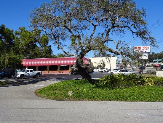 Exterior View After Lunch Picture Of Demetrios 39 Restaurant Pizza Sarasota Tripadvisor