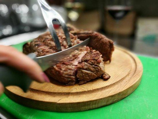 """Montespertoli, Italy: La famosa bistecca """"alla Marcella"""""""