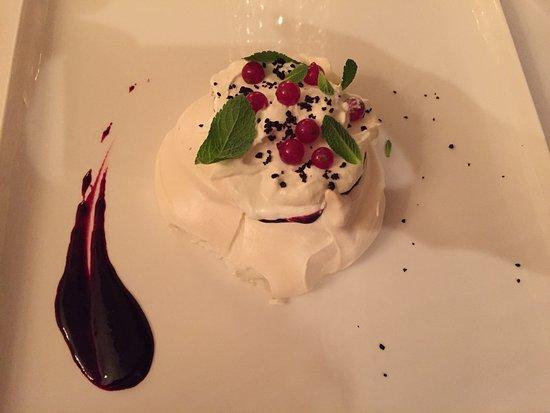 Ana Pavlova, meringue aux fruits rouges et gelée de cassis
