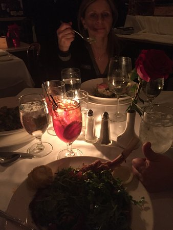 Roslyn, Nova York: My tear-producing arugula salad topped,pounded veal chop!