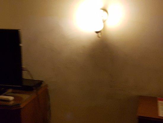 Qutub Residency: Dirt on walls in room