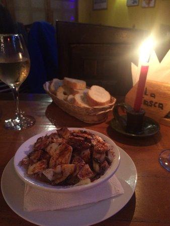 La Tasca de Banos: Galician octopus dish with the bread and white wine
