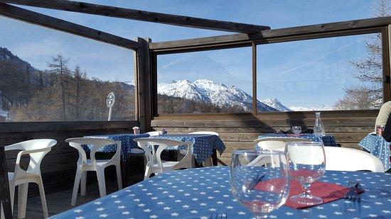 Saint-Chaffrey, France : Outdoor dining at least Troll
