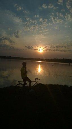 Colonia Yguazu, Paraguay: Atardecer en el Lago Yguazú