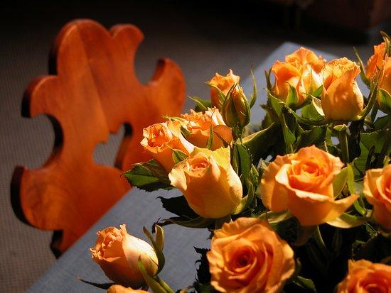 Malans, Switzerland: Heidi's Blumendekoration, immer wieder schön!