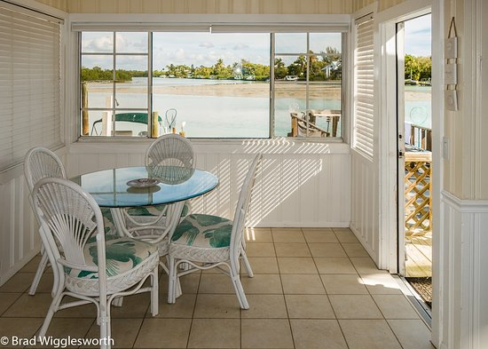 Castaways Cottages of Sanibel: This is a view from inside No.28 out across the Bay