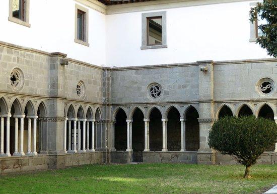 วิเทอร์โบ, อิตาลี: particolare dei rosoni (chiostro grande)