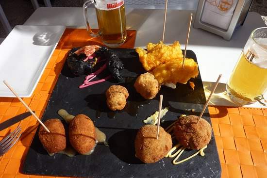 La Azohia, Spanien: Tapas to share - so good.