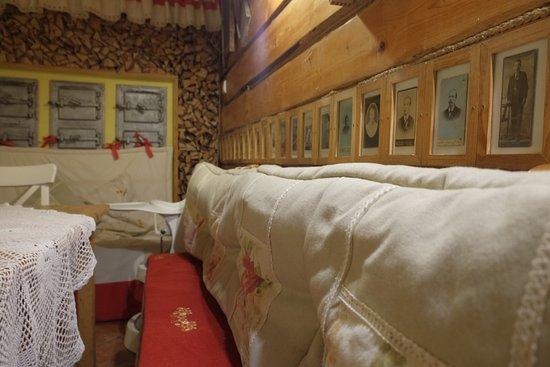 Wodzislaw Slaski, Poland: Wygodne siedziska na drewnianych ławach