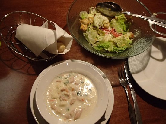 soup salad and bread rolls at olive gardens kennesaw ga picture of olive garden kennesaw