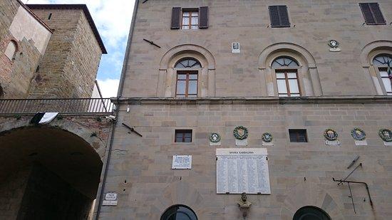 Chiesa DI San Rocco: Durch dieses Tor und nach rechts! Die Kirche ist ein wenig versteckt.