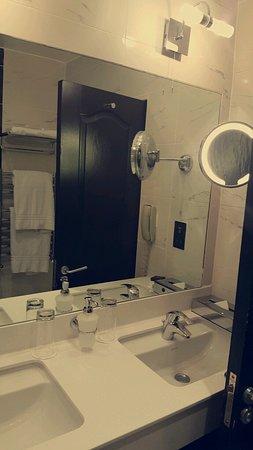 Hampton Hotel: Snapchat-551195278_large.jpg
