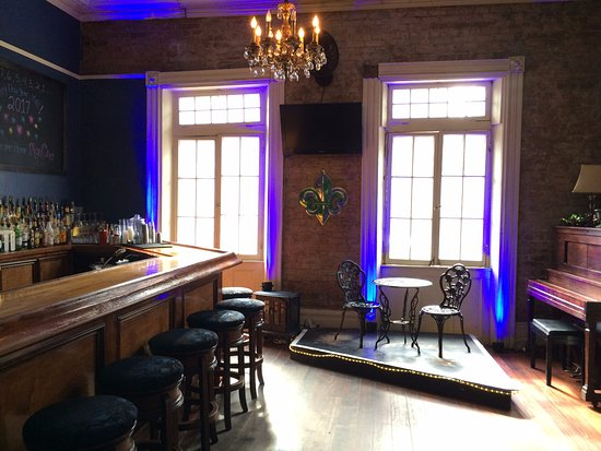 Nueva Orleans, LA: One of our first floor bar rooms