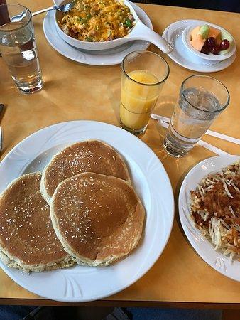 Georgia's Restaurant Pancake House: photo0.jpg