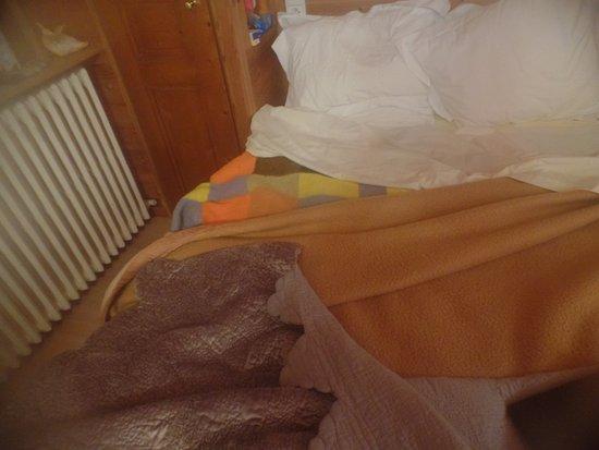 lit en 140 avec couvertures qui ont v cues photo de hotel floralp chalet la clusaz tripadvisor. Black Bedroom Furniture Sets. Home Design Ideas