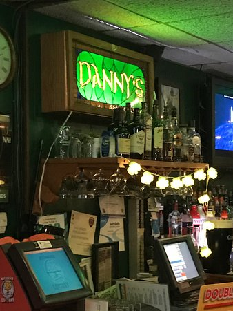 Ferndale, MI: Local bar - great rings - Several beers on tap!