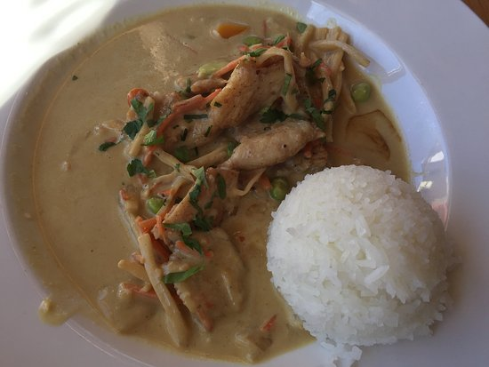 Delite & Bowl Noodle House: Curry Chicken