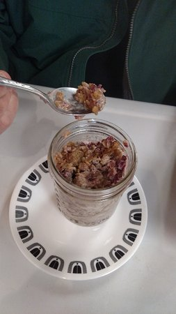 Round Lake, Nowy Jork: Baked Oatmeal in a jar! With berries and cream