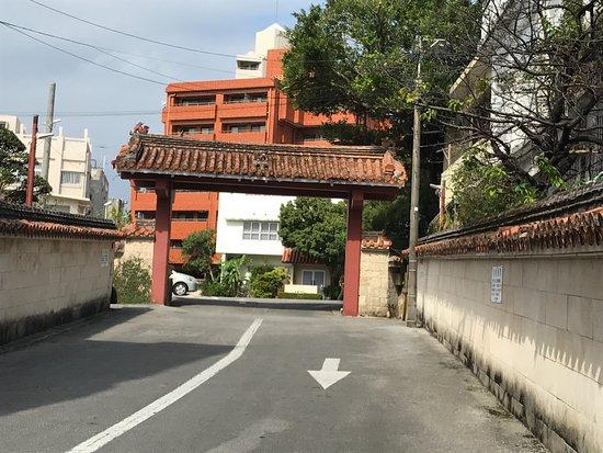 Okinawa Hotel: 沖縄ホテル入り口