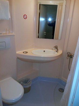 Ibis Budget Nuits Saint Georges : Salle de bains (type cabine)