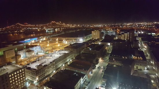 Loews New Orleans Hotel: View from Room 2114 towards Bridge(Night)