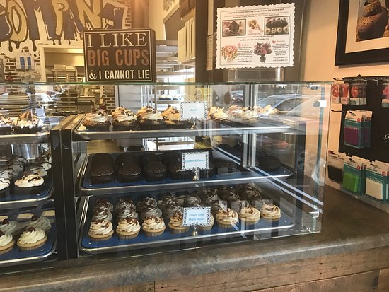 Penn Laird, Virginie : Cupcakes for everyone even the dog
